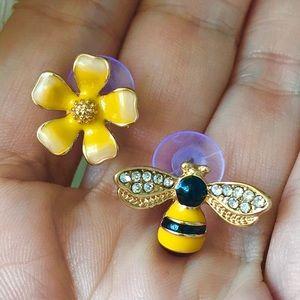 ☀️NEW☀️🌼🐝Flower & Bee Earrings